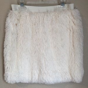 Petticoat Alley l Off White Fuzzy Skirt